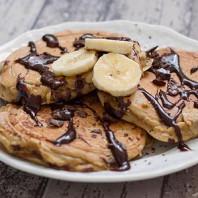 Pancakes alla Banana con Nocciole e Cioccolato